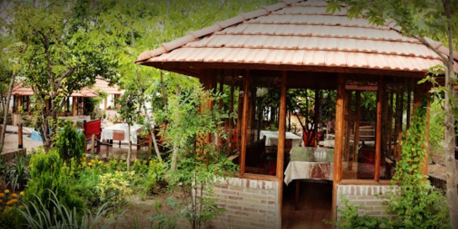 بهترین فضای سبز رستورانی در مهستان