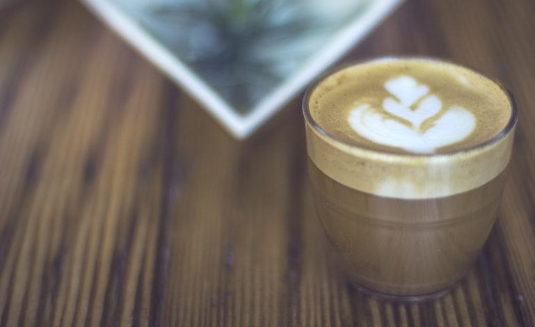 قهوه لاته با تزئین قلب