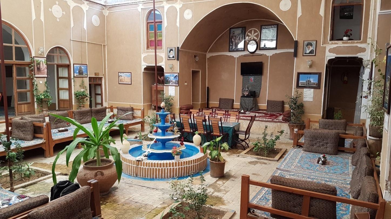 طراحی دکوراسیون کافه به صورت سنتی ایرانی