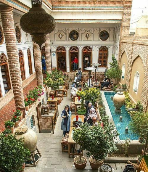طراحی نمای حیاط کافه به شکل ایرانی و سنتی