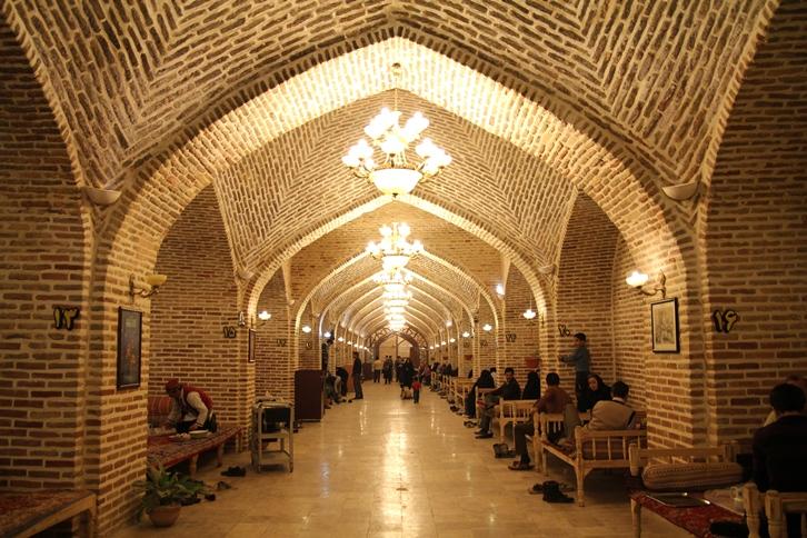 تصویری از نمای داخلی رستوران باباقدرت