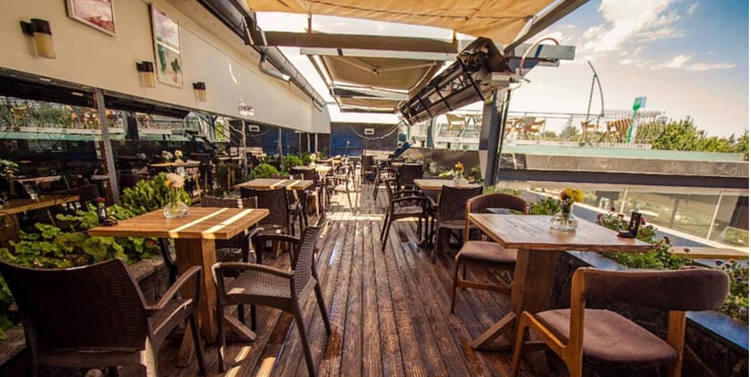 کافه تراس از بهترین کافی شاپ های وکیل آباد مشهد