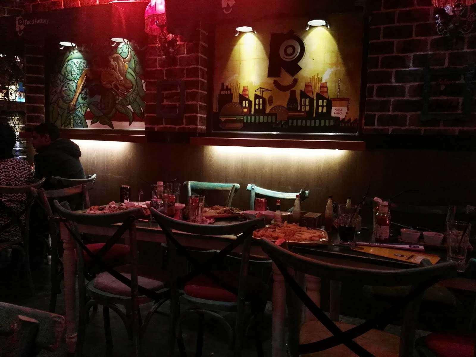 دکور خاص و متفاوت رستوران روژ مشهد